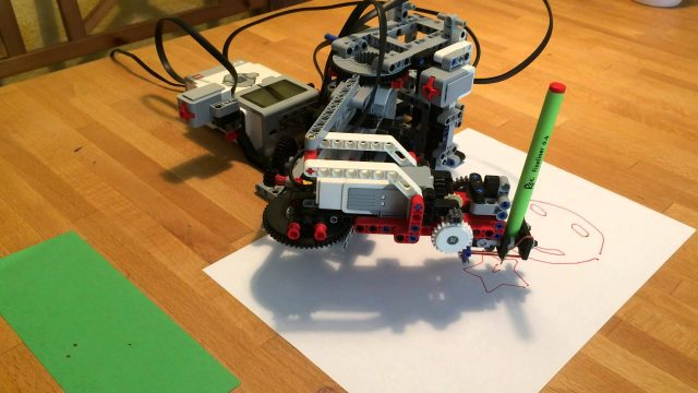 TRAC3R – MOC LEGO Mindstorms EV3 drawing robot arm